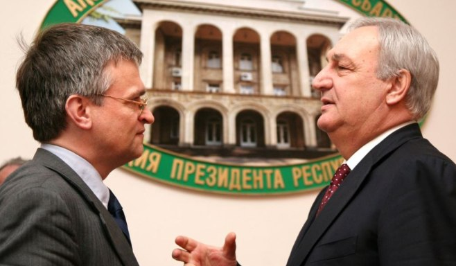 Abkhaz leader Sergei Bagapsh (right) talks with the EU's South Caucasus envoy, Peter Semneby, in Sukhum
