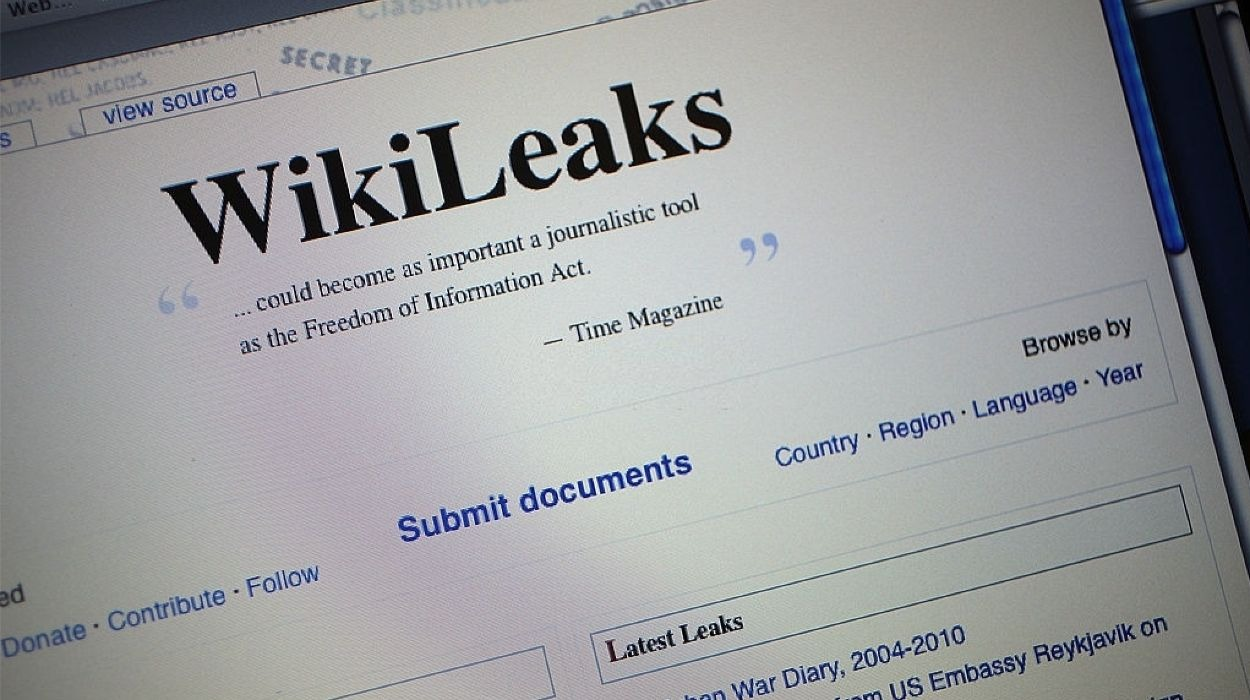 The homepage of the WikiLeaks.org website is seen on a computer.