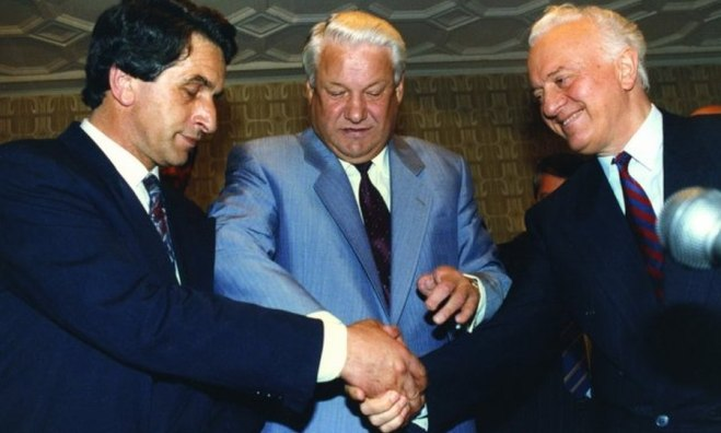 Vladislav Ardzinba (left) Boris Yeltsin and Eduard Shevardnadze after a meeting in Moscow