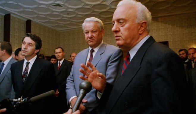 Eduard Shevardnadze (right) Yeltsin and Ardzinba in 1992